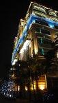 夜間被彩色燈光裝飾得輝煌美麗的台北戀館