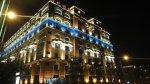 夜間被彩色燈光裝飾得輝煌美麗的台北戀館(另一面向)