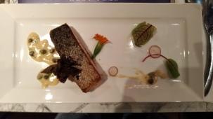 身旁朋友吃的主菜鮭魚,風味也是絕佳無比!