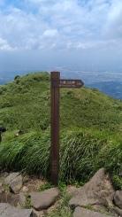 尚有300公尺的距離才能到達主峰