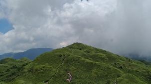 從東峰遙看主峰