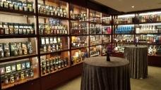 酒吧較去年又新增一間可以開喝的置酒間